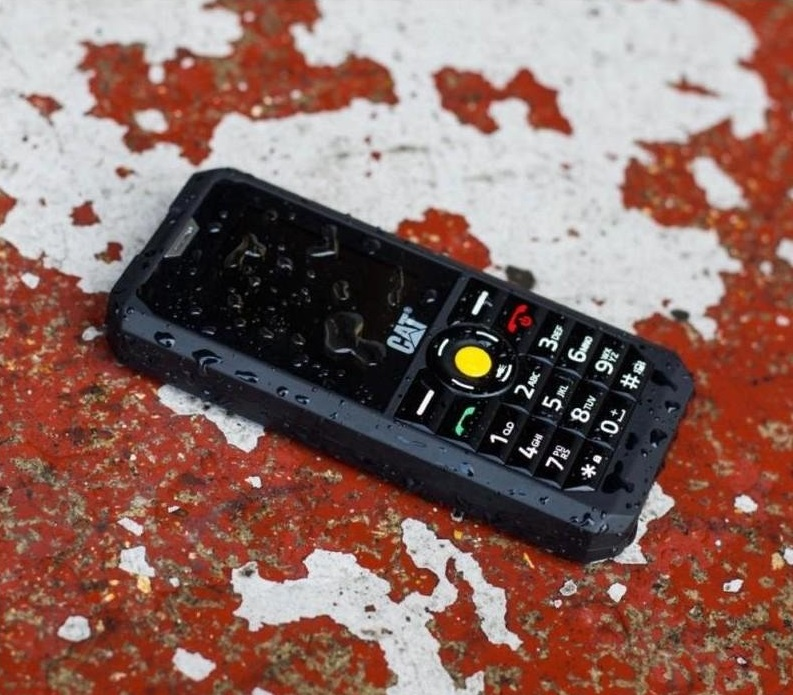 Imagem de um celular Caterpillar.