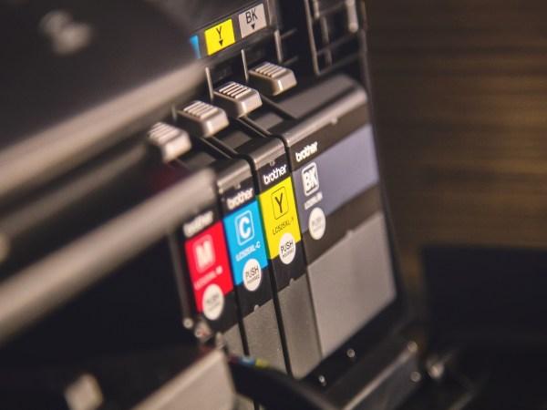 impressora tanque de tinta com tanque em foco