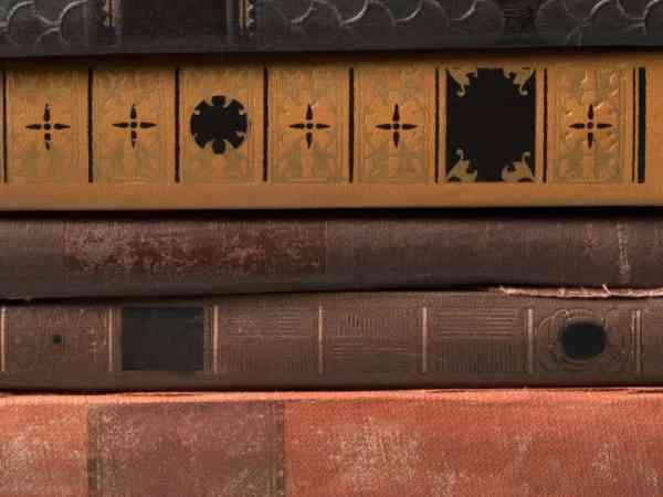Alcuni libri sovrapposti