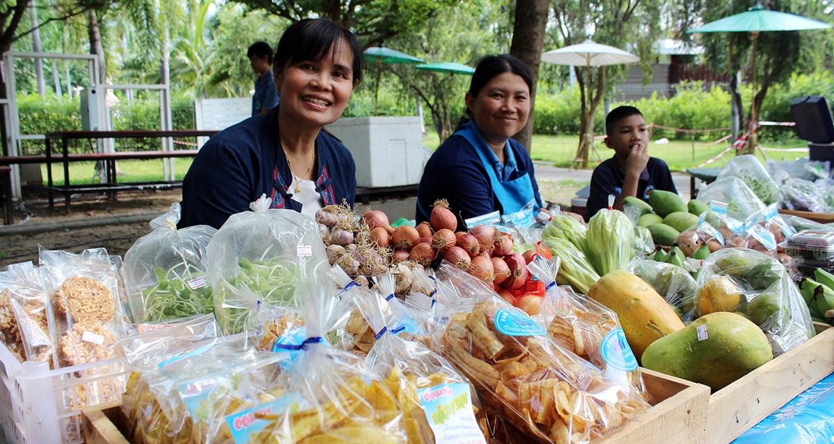เปิดแล้ว…สำหรับ Farmer's Market ตลาดผัก ผลไม้เพื่อสุขภาพและสินค้าแปรรูปจากเกษตรกรบนที่สูงและเกษตรกรในจังหวัดเชียงใหม่