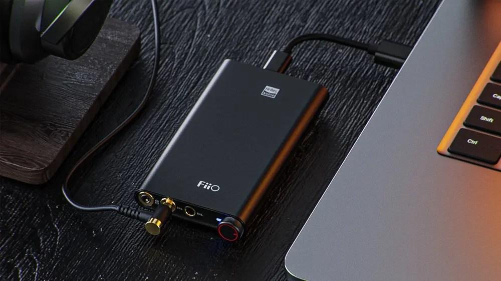 Портативный усилитель для наушников FiiO Q3 с USB-C.