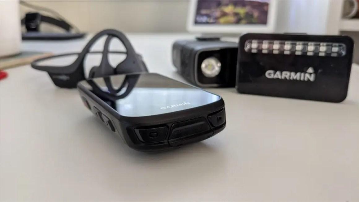 Наушники Trekz Air, компьютер Garmin Edige 530, фара / камера Cycliq и радар Garmin Varia