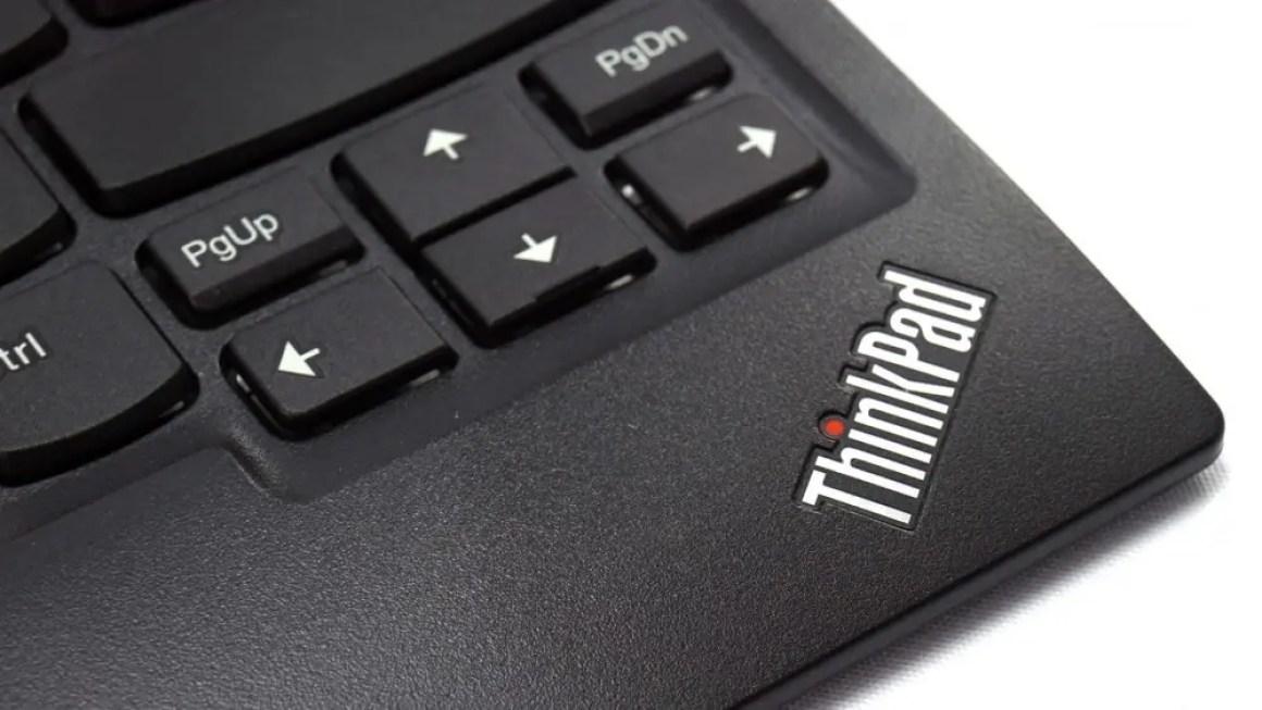 Логотип ThinkPad на клавиатуре