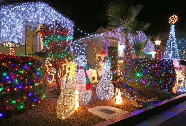 here s a list of must dos during the las vegas christmas season christmas decorations