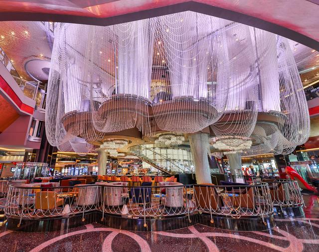 The Renovated First Level Of Chandelier At Cosmopolitan Las Vegas Erik Kabik