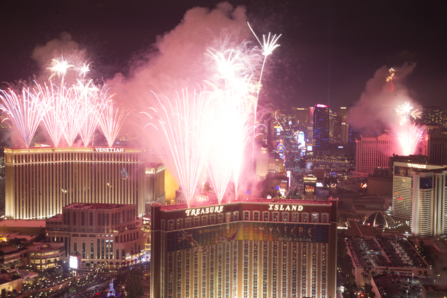 Las Vegas rings in 2017 with New Year s Eve celebrations on Strip     New Year fireworks from the Trump hotel on Sunday  Jan  1  2017