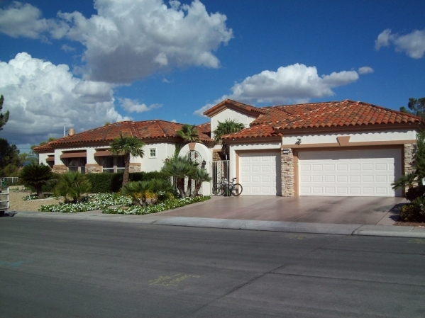 tile roofs are very popular in las