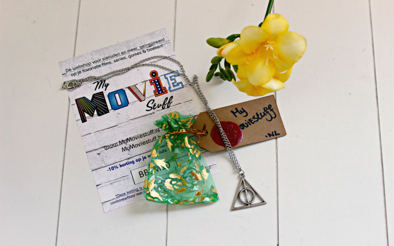 Celebrate Books - April - Deathly Hallows ketting My Moviestuff