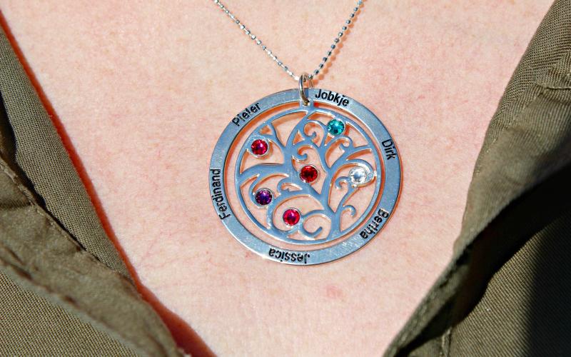 Kaya sieraden stamboom ketting met geboortestenen