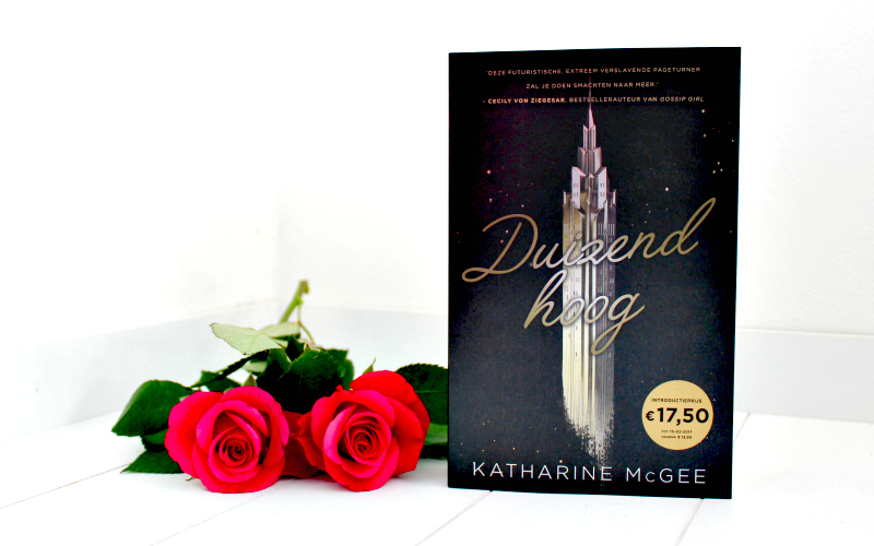 Celebrate Book - Glitter & Glamour - Duizend Hoog - Katharine McGee