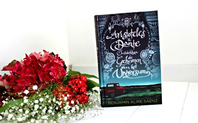 Boekrecensie | Aristoteles en Dante ontdekken de geheimen van het universum – Benjamin Alire Sáenz