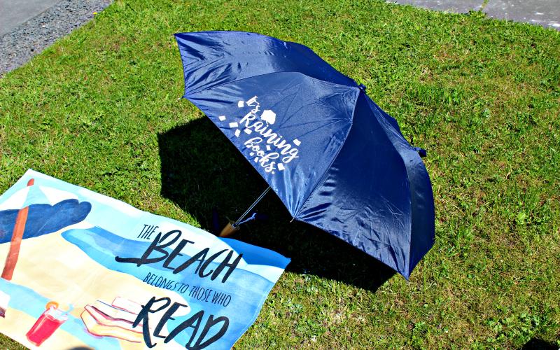It's Raining Books Paraplu