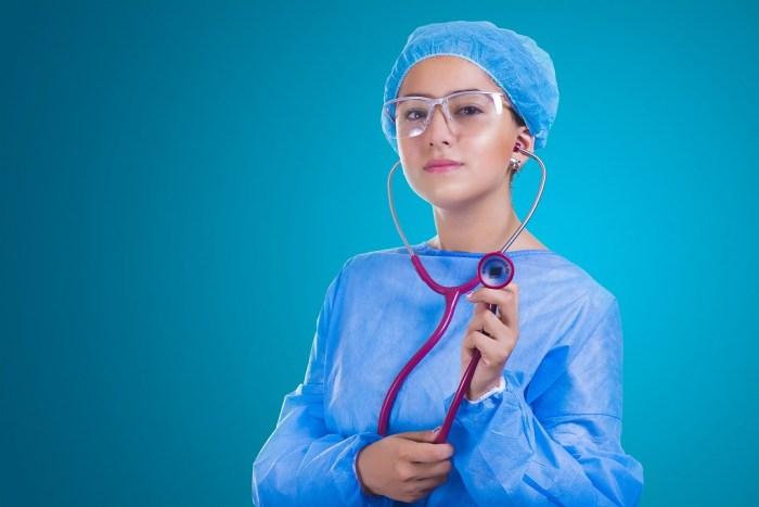 estudantes de medicina se preparam para as provas de residencia médica