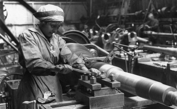 A woman working in a World War I factory: Image by The Guardian.