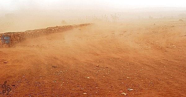 A sandstorm in a desert. Image credit