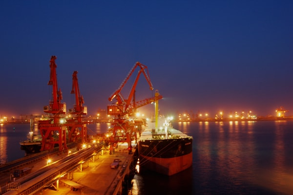 A ship docked at Rhizhao seaport. Image credit MediaWiki