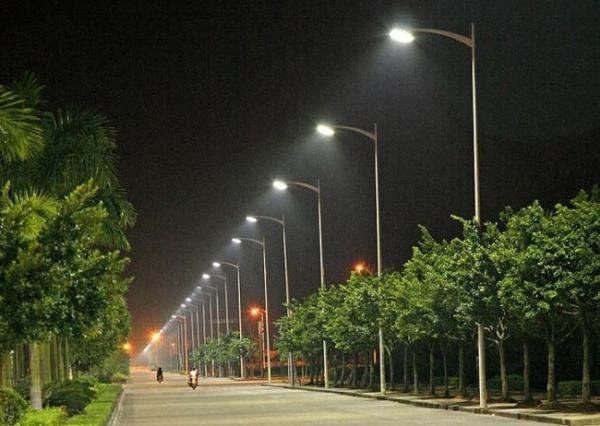 Street lights are an example of a public good. Image credit source.co.zw