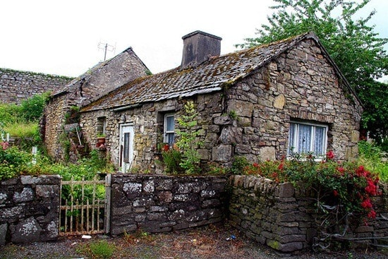 A stone house. Image credit hotel-r.net