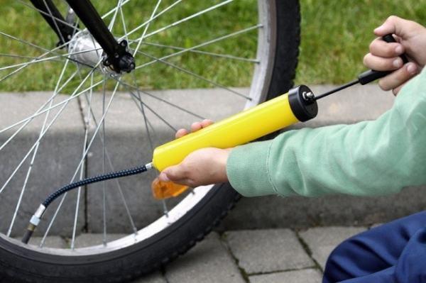 Bicycle pump in action. Image credit mpora.com