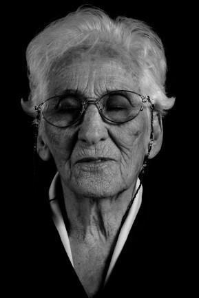 Isabel Sáenz de Rodríguez. Su hija Alicia Rodríguez fue desaparecida en octubre de 1977. Isabel fue una militante activa en la asociación Madres de Plaza de Mayo línea fundadora y declaró en el año 2010 en la causa Base Naval I. Falleció el 12 de marzo de 2014.