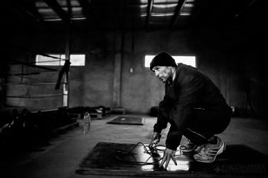 Luis Lazarte, realiza saltos a la soga para mejorar su estado físico y además no pasarse del peso permitido de 50,8Kg (112 Lb.) en su actual categoría Mosca (Flyweight), Mar del Plata, Provincia de Bs. As., Argentina. (©Pablo Barrera)