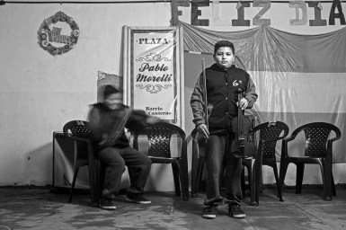 Facu. Las Canteras. Taller de música en el marco de las Orquestas Infanto Juveniles. Como él, cientos de jóvenes. En diferentes barrios. Antes.