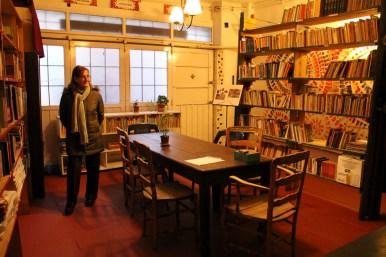 """Reinauguración de la """"Biblioteca Popular Paulo Freire"""" recién trasladada al antiguo garage del edificio."""