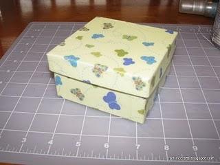 Caixa revestida com papel