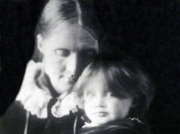 Julia Stephen e Virginia Woolf, aos 2 anos