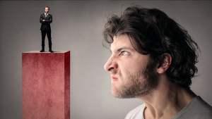 A inveja cria um abismo entre o invejoso e o invejado: o sucesso do segundo é o fracasso do primeiro