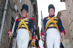 Desfile de las tropas por la Rúa.