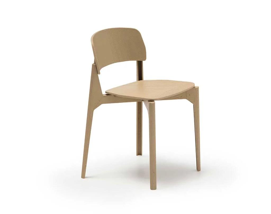 Diseño de sillas. Andreu world. Mención 2