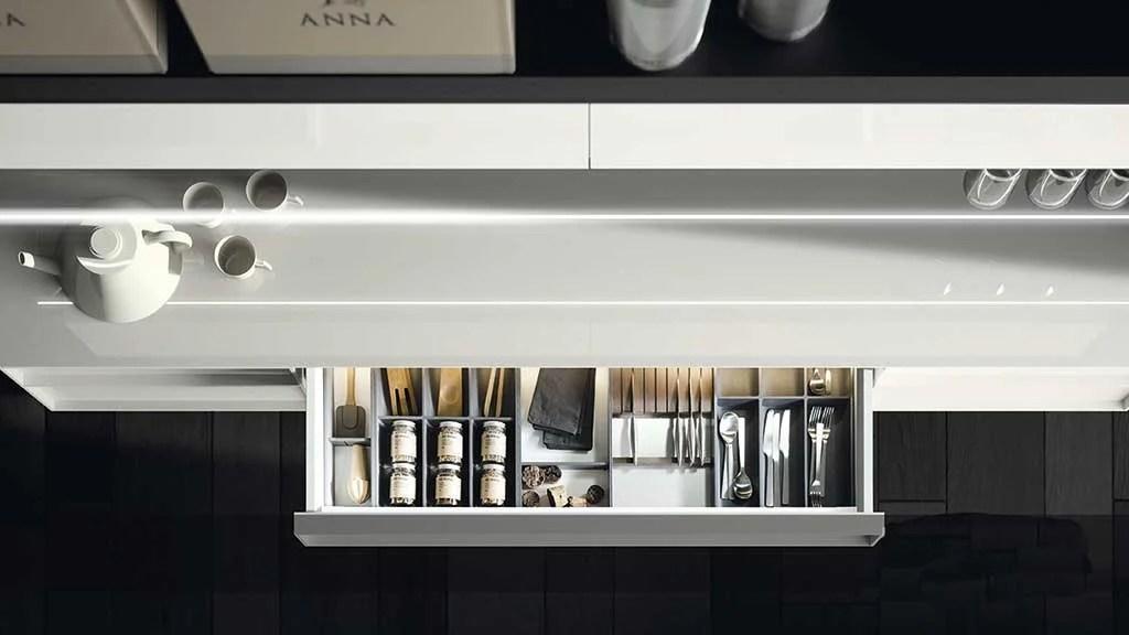 Soluciones almacenaje cocinas. Bandejas extraíbles.