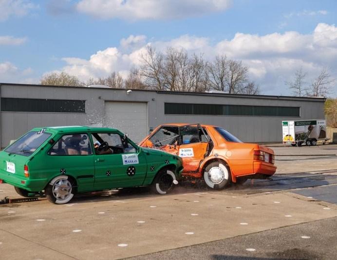 Ensayo entre vehículos de los 80 (foto:DEKRA)