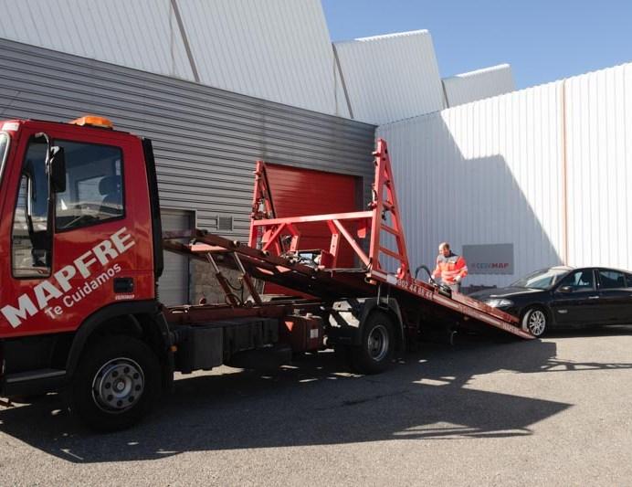 Los siniestros de empresa incluyen los daños causados durante el transporte en grúa.