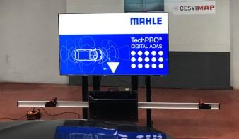 Equipo de Mahle para calibrar cámaras ubicadas en la luna parabrisas