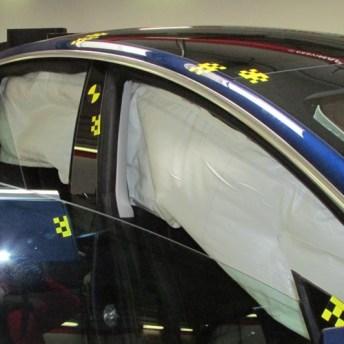 Airbag e cortina del lado derecho.