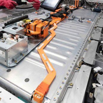 Protección de la batería de tracción mediante largueros – Mercedes Benz EQC.