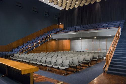 """Centro de Conferencias de la Intendencia de Montevideo, sala """"Aquiles Lanza"""""""