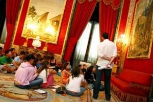 foto-dap-visita-ninos-palacio-real-de-madrid-1