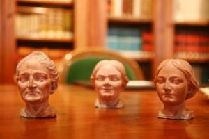 7 – 3 – De izquierda a derecha El ama, Mari Tornes y la sobrina (6275)