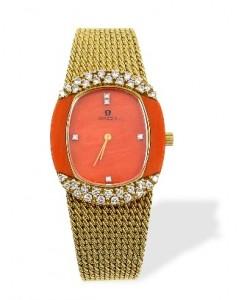 11 Suttons & Robertsons Reloj Omega de oro, con esfera de coral y brillantes