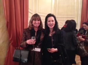 Virginia Bauzá de Suttons & Robertsons y la vicepresidenta del International Women's Forum, Sein Chew
