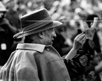 Picasso saluda a la multitud Hubertus Hierl