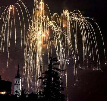 fuegos de mayo (Foto Domi J padilla)