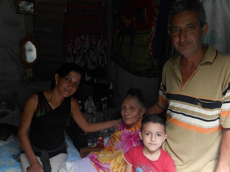Yadira, Yiya, Agne y el hijo de Agne / Foto: Cortesía del autor
