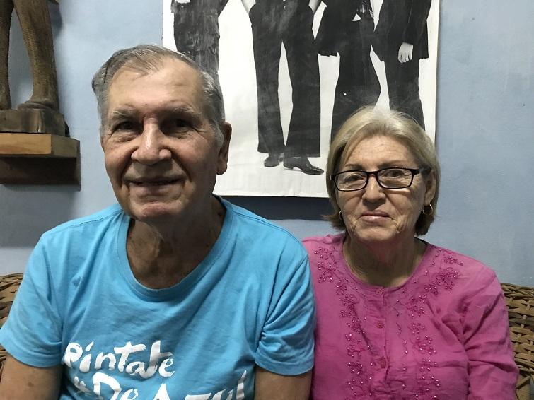 Antulio y Belkis en la vivienda que les prestaron / Foto: Mónica Baró