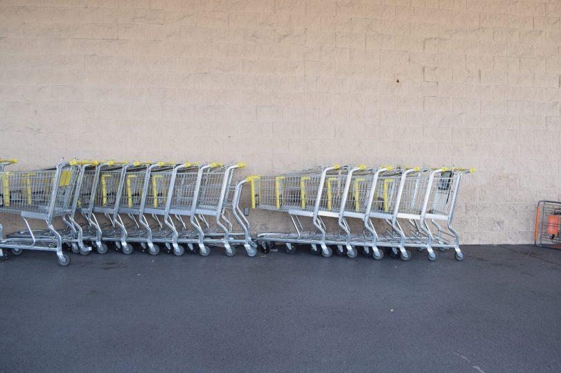Carritos de supermercado en Miami. Texto: Legna Rodríguez Iglesias.