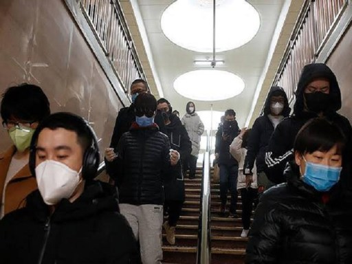 Chinos de protegen del coronavirus / Foto: Sahara Reporters-Twitter