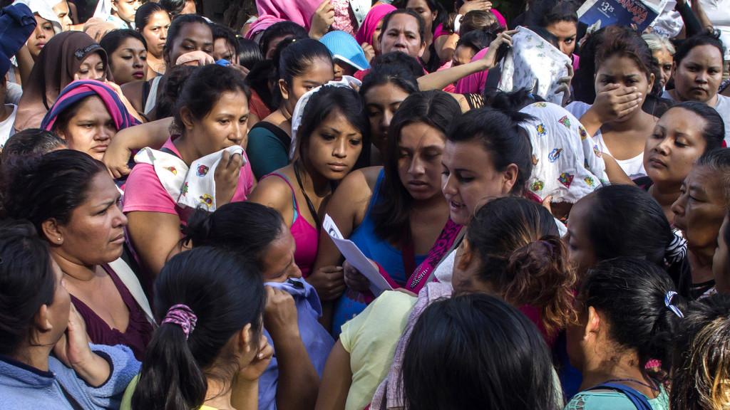 El Salvador posee un sistema tan precario que no solo no permite saber el por qué de los asesinatos, sino tampoco si las asesinadas pertenecen a una pandilla o a algún tipo de estructura similar. Foto-ilustración, por Salvador Meléndez.